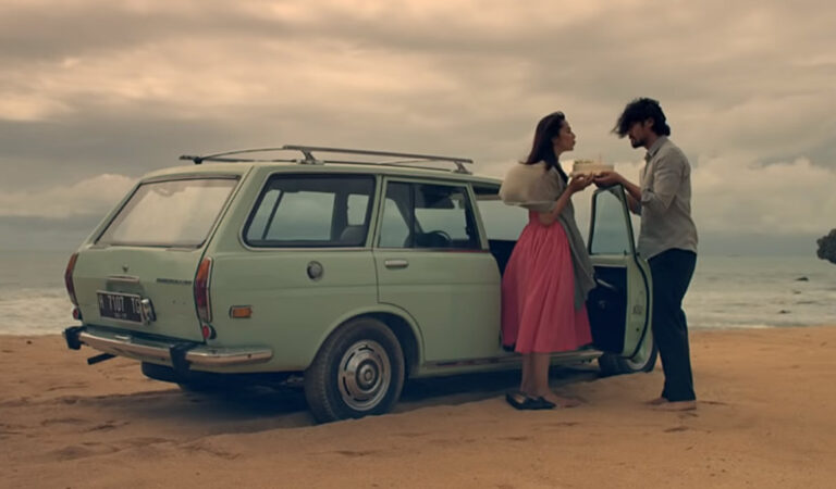 Film Ave Maryam : Cinta Dua Manusia di Bawah Kaki Tuhan
